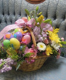 Beautiful centerpiece and an Easter egg Hunt in one!